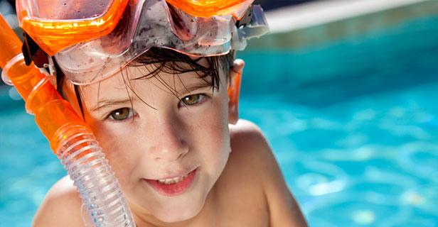 Deilig med basseng for aktive unger